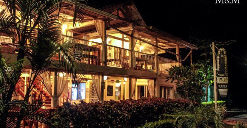 hotel_m&m_beach_house_front_night